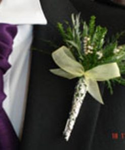 wedding flowers in a posy pin